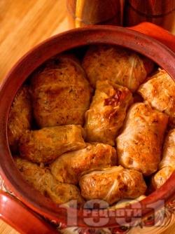 Постни сарми за Бъдни вечер от кисело зеле с ориз в глинен гювеч на фурна - снимка на рецептата